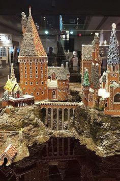 This Massive Gingerbread Hogwarts Castle Is So Detailed, It Must've Been Made With Magic - - The owners want to smash it, but for a good cause. Gingerbread Castle, Cool Gingerbread Houses, Gingerbread House Designs, Christmas Gingerbread House, Christmas Cookies, Gingerbread Cookies, Christmas Baking, Christmas Fun, Holiday Fun