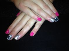 Chevron glitter nail art