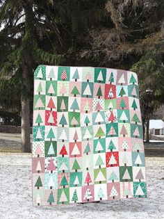 The cutest Christmas quilt patterns; patchwork Christmas projects, free Christmas quilt patterns, and more festive inspiration with handy links! Modern Christmas, Handmade Christmas, Christmas Tree Quilt Block Patterns, Christmas Quilting, Lattice Quilt, Christmas Sewing Projects, Christmas Crafts, Christmas Ideas, Christmas Pictures