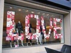 46 Lovely Valentine Window Decoration Ideas - Everyone thinks of chocolates and red roses for Valentine's Day. But there are other ways to show your Valentine how much you care that will create wo. Spring Window Display, Window Display Retail, Window Display Design, Retail Displays, Store Displays, Visual Merchandising Displays, Visual Display, Boutique Window Displays, Boutique Deco
