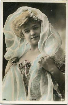 Vintage-French-RPPC-postcard-Actress-Stage-Star-miss-Lekien-Paul-Boyer