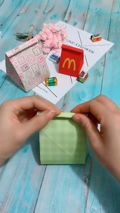 Cool Paper Crafts, Paper Crafts Origami, Diy Paper, Fun Crafts, Diy Crafts Hacks, Diy Crafts For Gifts, Instruções Origami, Craft Videos, Diy Tutorial