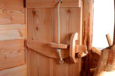 Baumhaus: Tür von innen, mit Riegel