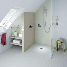 Badezimmer klein mit Schräge