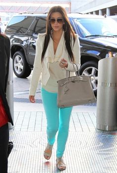 Travel in style like Kim Kardashian in acqua colored jeans Colored Pants, Blue Pants, Bright Pants, Coloured Jeans, Mint Pants, Blue Leggings, Kim Kardashian, Kardashian Fashion, Hermes Birkin