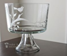 DIY Glass Etching: Glassware + Stencil + Adhesive Vinyl + Etching Cream, love it on a cake stand too! Crafts To Do, Diy Crafts, Great Wedding Gifts, Free Wedding, Diy Mothers Day Gifts, Mother's Day Diy, Crafty Craft, Crafting, Home And Deco