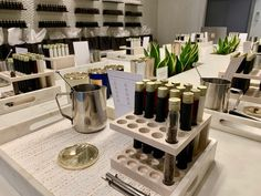 KANDL Lab, on the fringe of Yorkville, Toronto, hosts beautiful sensorial experiences by means of creating your very own custom blend luxury candle. Luxury Candles, Glass Vessel, Sit Back And Relax, Retail Space, Candle Making, Scented Candles, Create Your Own, Lab, Unique Gifts