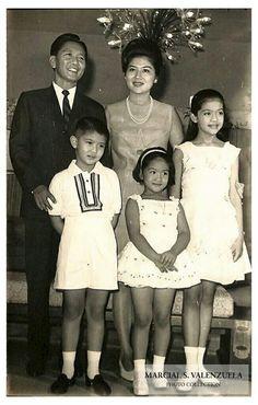 Ferdinand E. Marcos with Imelda, Imee, Bongbong and Irene Filipiniana, Manila Philippines, Ferdinand, Unique Photo, Bathroom Designs, Brunei, Asian Art, Old Photos, Divas