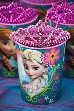 Crystals birthday party Disney Frozen Birthday Party - Supplies, cakes and other ideas! Frozen Birthday Party, Disney Frozen Party, Frozen Theme Party, 6th Birthday Parties, Birthday Fun, Birthday Ideas, Frozen Kids, Festa Frozen Fever, Rosalie