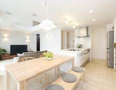 Modern Japanese Interior, Japanese Modern House, Japanese Interior Design, Living Room And Kitchen Design, Living Room Interior, Kitchen Interior, Condo Interior Design, Japan Interior, Living Room Japanese Style