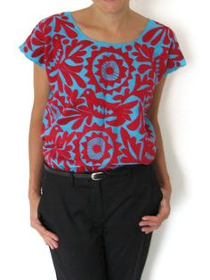 Hand Embroidered Itzca Blouse   Blusa Itzca Bordada a Mano   Chiapas Bazaar  Fairtrade Mexican Artisanal Collection