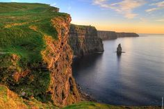 """""""Mi piace"""": 13.1 mila, commenti: 238 - Ireland (@tourismireland) su Instagram: """"Sunset over the Cliffs of Moher, County Clare 🌅 Here, ice age landscapes meet west coast warmth,…"""""""
