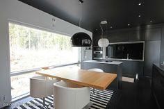 Myynnissä - Omakotitalo, Nikinmäki, Vantaa:  #keittiö #oikotieasunnot #musta #ruokailutila