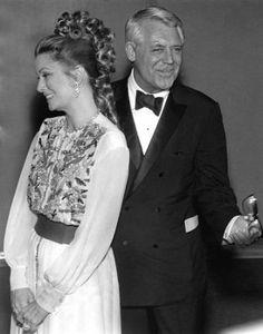 """la princesa Gracia con su amigo Cary Grant, trabajaron juntos en """" Atrapa a un ladrón""""."""