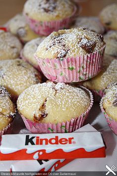 Kinder chocolate muffins - No Bake Desserts Chocolate Beaux Desserts, No Bake Desserts, Dessert Recipes, Party Desserts, Mini Desserts, Food Cakes, Cupcake Cakes, Muffin Recipes, Baking Recipes