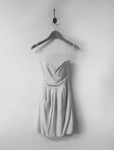 フワフワとして清楚な雰囲気のドレス。果たして、何人がこのドレスの正体を見抜けるのでしょうか。一見すると、軽そうな素材でできているようですが、すべて大理石でできているんです。Alasdairの軽やかな見た目の美しい大理石の彫刻に、思わずうっとりしてしまう人も多いかもしれません。