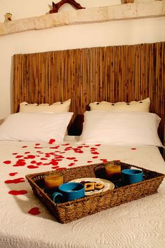 Spend Valentine's Day in a beautiful location, warm, romantic, authentic. Accommodation for one or more nights for two persons, breakfast in your room, plus a nice gift for only € 60. Offer valid from 14/02 to 17/02 www.bbpietraviva.it  https://www.facebook.com/BBPietraviva