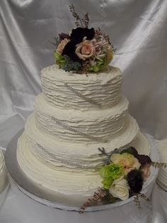 Beautiful rustic look icing with fresh flower posies www.frescofoods.co.nz
