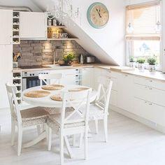 Jak se vám líbí tento podkrovní byt? ☺   Více inspirací pro vaše bydlení na…