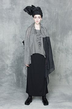 Posts about Lagenlook written by AlyZen Moonshadow Look Fashion, Fashion News, Girl Fashion, Fashion Design, Fashion Trends, Fashion Styles, Fashion Clothes, Rare Clothing, Comme Des Garcons