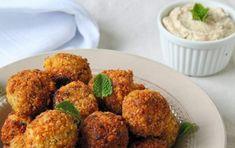 Falafel, ricetta vegetariana - I falafel sono una buonissima ricetta di origine mediorientale, perfetta per sostituire la carne e il pesce in una dieta vegana o vegetariana.