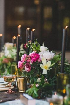 Pops of pink. #floral #tablesetting