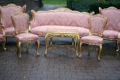 Sitting room w. pink french furniture. Love...#nyc #decor