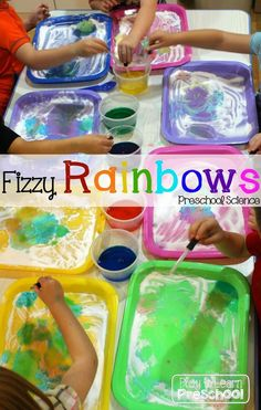 Fizzy Rainbows - 2 ingredient kitchen science experiment for preschoolers.  I'm going to use this tonight to keep the kids busy while I cook dinner!  |Play to Learn Preschool| Preschool Weather, Weather Science, Science Week, Science For Kids, Summer Science, Science Fun, Science Education, Science Ideas, Earth Science
