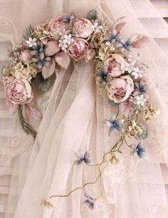 Blumenkrone – Alecia May Silk Flowers, Dried Flowers, Fabric Flowers, Paper Flowers, Shabby Chic Kranz, Shabby Chic Decor, Deco Floral, Floral Design, Wedding Bouquets