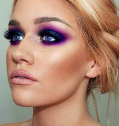 Purple Eyeshadow Using the Urban Decay Electric Palette Beauty Make Up, Hair Beauty, Lila Make-up, Urban Decay Electric Palette, Electric Palette Looks, Mascara, Eyeliner, Looks Halloween, Purple Smokey Eye