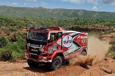 """Pieter Versluis, lider la Dakar dupa sapte etape // Dupa sapte etape din raliul Dakar, Pieter Versluis (MAN) este lider in clasamentulul general al competitiei camioanelor, urmat la 5'31"""" de Gerard De Rooy (Iveco) si la 10'48"""" de invingatorul de anul trecut, Ayrat Mardeev (Kamaz). Lupta a fost foarte stransa in toate etapele desfasurate saptamana trecuta, astfel ca de la o zi la alta s-au produs schimbari in clasamentul general, si inca este posibil orice rezultat, ... All Truck, Big Trucks, Rallye Paris Dakar, Rally Raid, Courses, Race Cars, Auto Racing, Marcel, Marathon"""