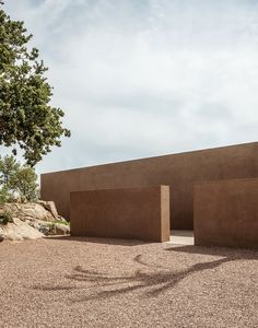 Villa RA stems from the desire of Morq architects clients to return to their roots in Calabria with the project of a summer retreat. Minimalist Architecture, Architecture Details, Landscape Architecture, Interior Architecture, Colour Architecture, Villa, Desert Homes, Rammed Earth, Exterior Design