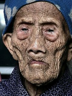Portrait - Humanity: Oldest Living Person - Chinese woman born in 127 years old. Old Faces, Many Faces, Chengdu, We Are The World, People Around The World, Old Person, Wale, Portraits, Interesting Faces