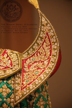 Epaulettes Worn by male principal player in the Khon and Lakhon. Made of satin silk and embroidered with gold and silver thread of floral and Kranok pattern, sequins and crystal bead. Thai Art, Thai Thai, Computer Drawing, Thai Design, Thai Pattern, Zardosi Embroidery, Mask Dance, Thai Dress, Costumes