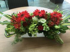 En este mes patrio el verde blanco y rojo son los protagonistas, de fiore diseño  floral by Cristina Avilés Plants, White Floral Arrangements, Floral Design, Italia, Flowers, Plant, Planets