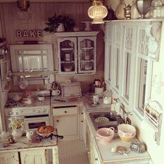 Busy kitchen love 1:12