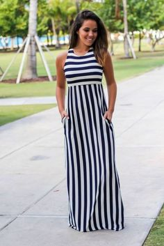 Striped clothing for women Best Street Style – women fashion - Kleidung Simple Dresses, Casual Dresses, Fashion Dresses, Summer Dresses, Best Street Style, Street Style Women, Elegantes Outfit, Striped Maxi Dresses, Boutique Dresses