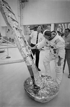 50 Years Ago: National Goal Nears Fulfillment - Space and Astronomy Nasa Space Pictures, Nasa Photos, Apollo Space Program, Nasa Space Program, Hubble Space Telescope, Space And Astronomy, Programa Apollo, Nasa Space Center, Nasa Moon