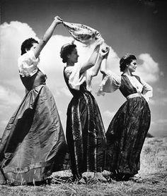 Nelly's.Grecia, entre 1925 y 1929, Mujeres bailando