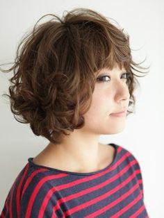 画像 2/4:ふわくしゃがキュートなミディアムヘアー [ヘアスタイル・髪型] All About Short Wavy Haircuts, Hair Arrange, Corte Y Color, Jojo Bizarre, Bridesmaid Hair, Makeup Inspo, Ever After, My Hair, Curly Hair Styles