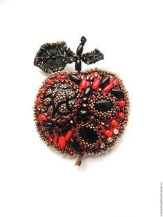 Купить брошь Magic Apple - ярко-красный, черный, золотой, яблоко, яблочко, брошь