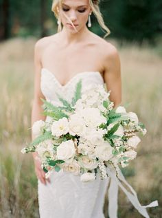 Photography : Rebecca Hollis Photography Read More on SMP: http://www.stylemepretty.com/2016/03/04/classic-romantic-backyard-wedding-in-montana/