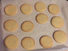 Μπισκότα βουτυρου για ζαχαροπαστα για γλασο για βαφτιση / butter cookies... Christmas Sweets, Christmas Cookies, Xmas, Biscuit Decoration, Fondant Cookies, Candy Recipes, Royal Icing, Biscuits, Cake Decorating