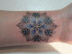 Blue flower of life tattoo Ah! Moi qui voulait au départ un lotus pour mon poignet...