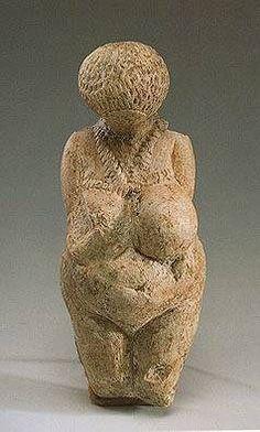 Venere di Kostenki - 23.000 anni fa circa - pietra scolpita a tutto tondo - da Kostenki, Russia - San Pietroburgo, State Hermitage Museum.