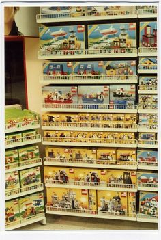 A proper toy shop! 1980s Toys, Retro Toys, Childhood Toys, Childhood Memories, Classic Lego, Toy Display, Vintage Lego, Shop Interiors, Lego Creations