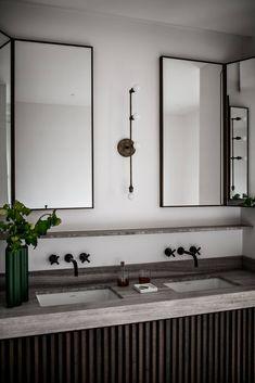 C'est dans le quartier de St Sulpice à Paris que se situe cet appartement ... d'une élégance folle. C'est tout d'abord le coin re...