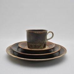 """Kaffe- og middagsservise """"Lava"""" av Eystein Sandnes fra Porsgrund Lava, New Homes, Tableware, House, Dinnerware, New Home Essentials, Dishes, Haus, Houses"""