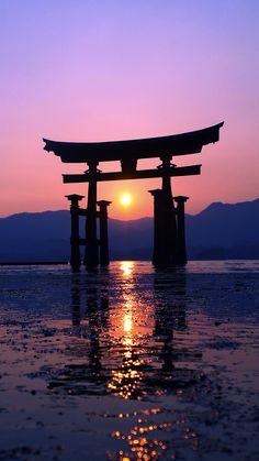 The great Torii of Miyajima, Japan Aesthetic Japan, Japanese Aesthetic, Iphone Background Wallpaper, Locked Wallpaper, Photo Japon, Transférer Des Photos, Japanese Art Prints, Samurai Artwork, Miyajima