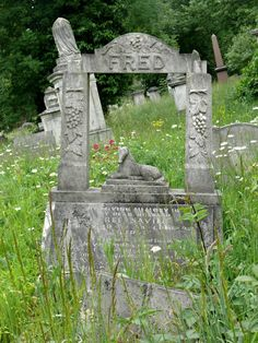 Fred ~ Tower Hamlets Cemetery Park is a closed, historic cemetery located in the East End of London. The cemetery opened in 1841 and closed to burials in 1966. #monument #headstone #gravestone #tombstone